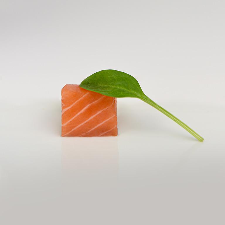 Dé de saumon et épinard