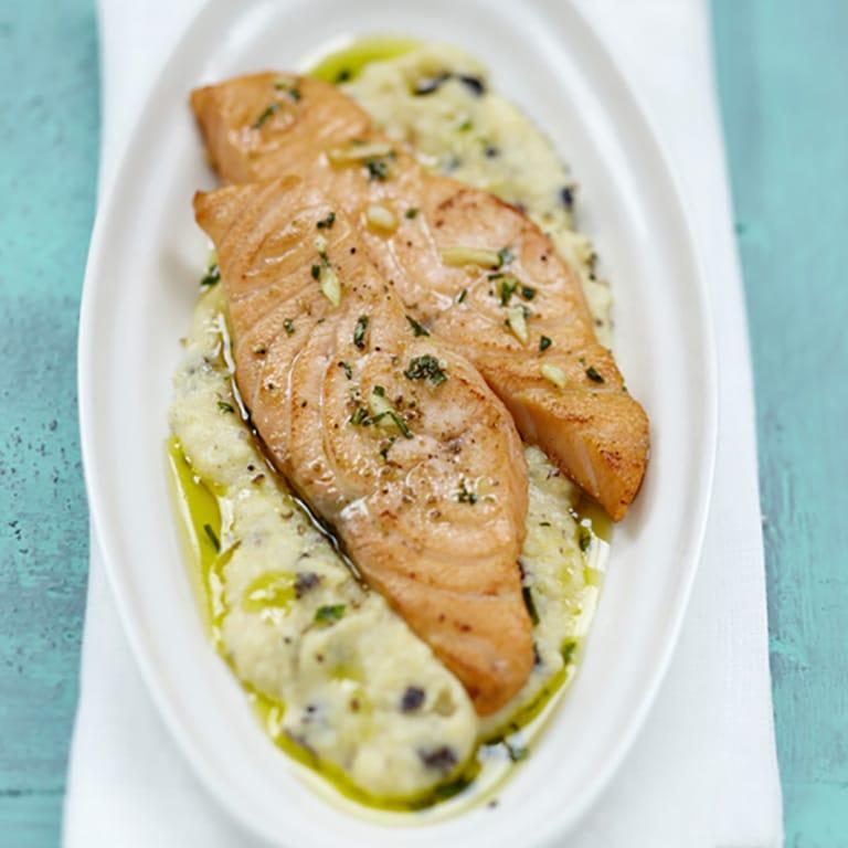 Émincé de Saumon écossais Label Rouge à l'ail, polenta onctueuse aux olives