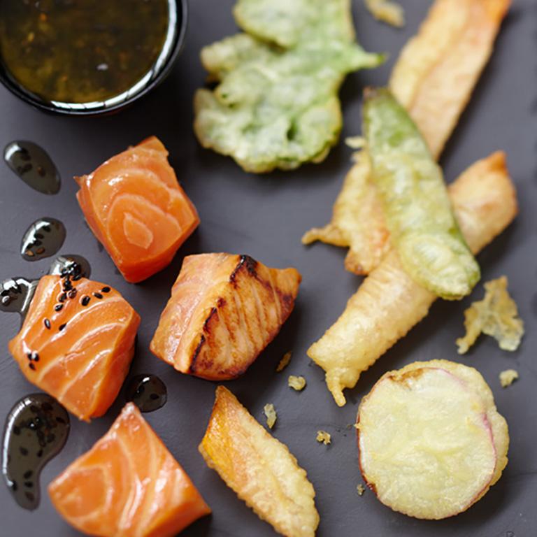Saumon écossais Label Rouge mariné juste saisi, tempura de légumes