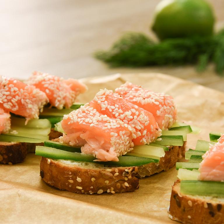 Bruschetta de saumon au concombre