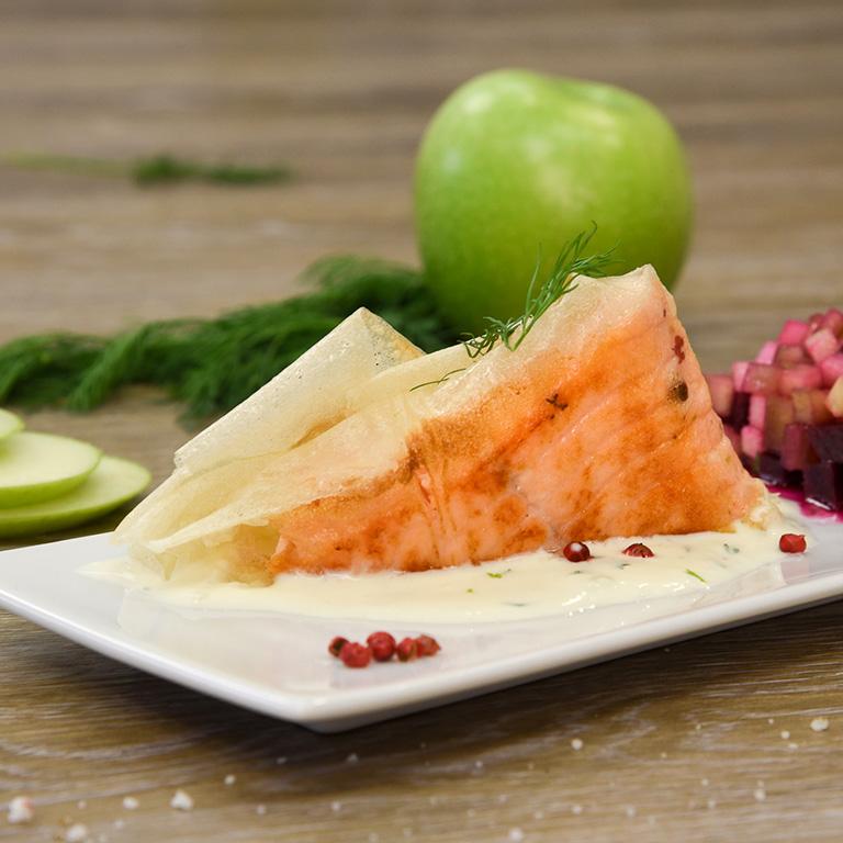 Saumon mi cuit croustillant, fraîcheur de légumes croquants