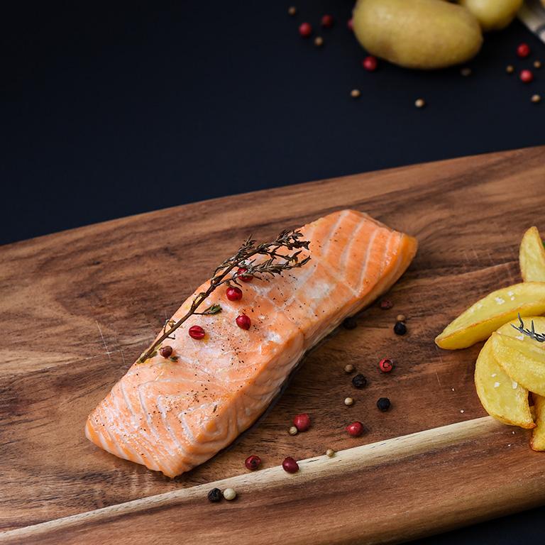 Recette du saumon au whisky, thym et ail