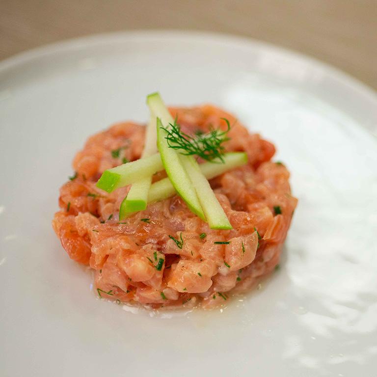 Tartare de saumon à la pomme et au sirop d'érable