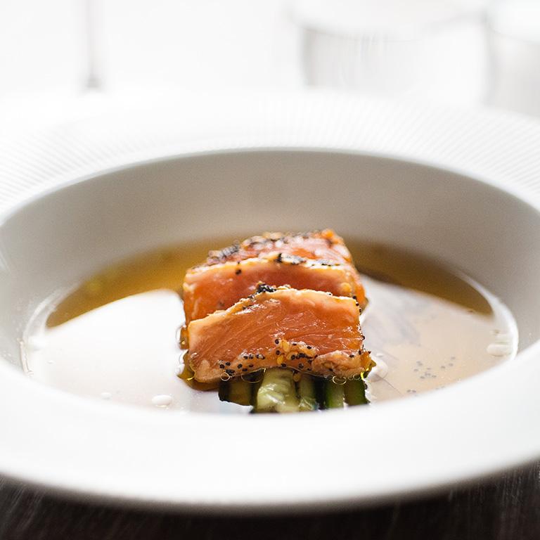 Tataki de saumon laqué miel et gingembre