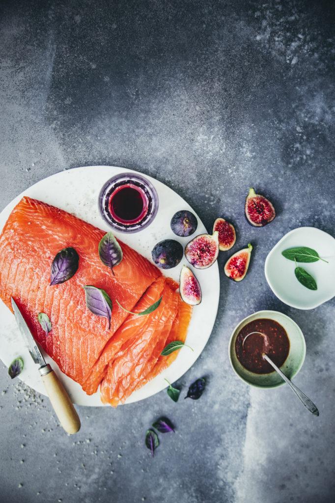 Saumon gravlax au Floc de Gascogne, sauce sucrée / salée aux figues