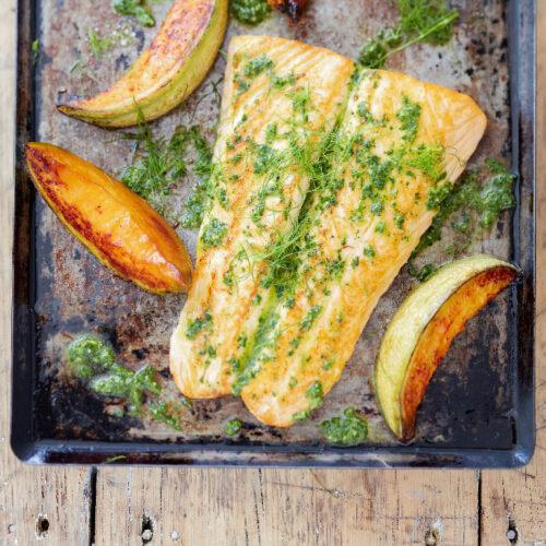 Plancha de saumon et melon au pesto d'herbes