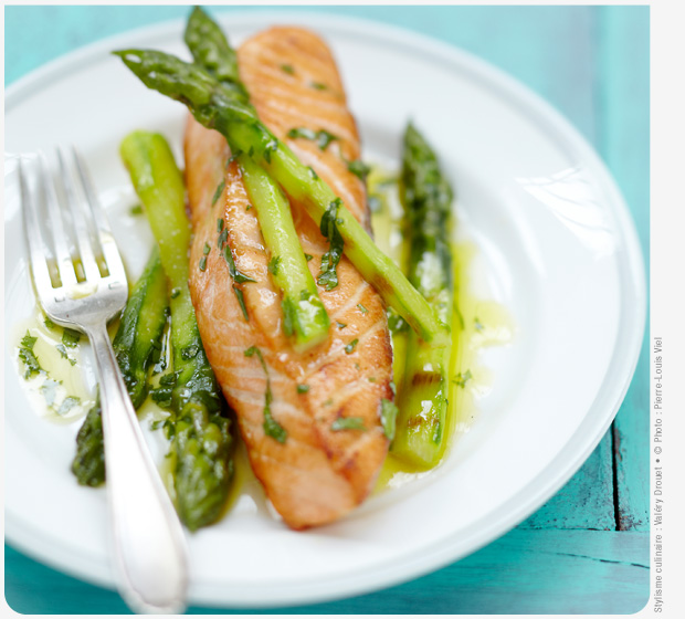 Label Rouge Scottish salmon portions with grilled asparagus spears and vinaigrette à l'orange