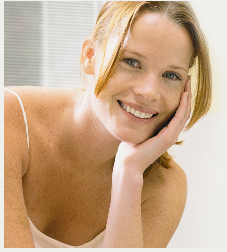 Femme présentant les bienfaits pour la santé